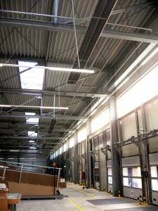 INFRA Dunkelstrahler im Paketverteilzentrum